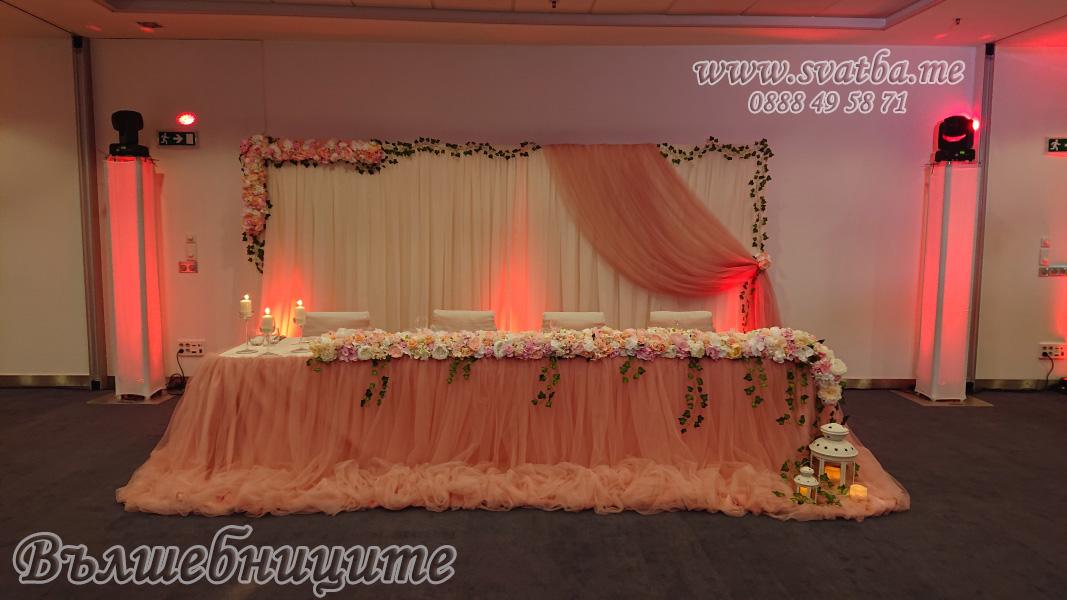 Сватбена украса хотел Новотел в цвят блъш пудра