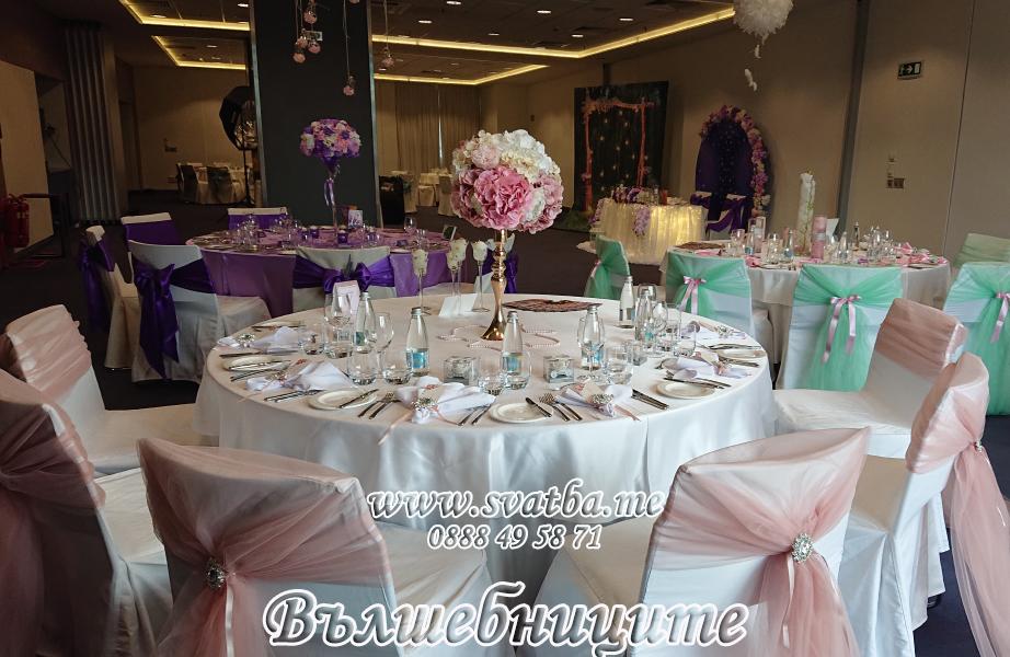 Сватбена украса хотел Новотел в цвят блъш пудра сватбено изложение
