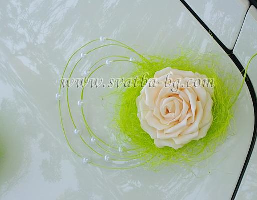 Украса за кола автомобил под наем за сватба в София хотел Маринела Hotel Marinela Sofia wedding в зелено и прасковено