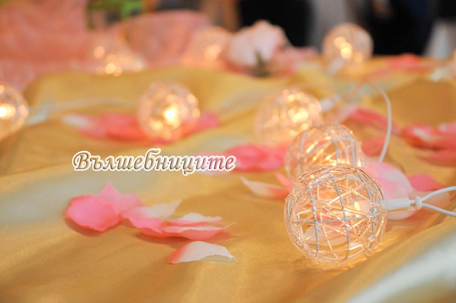 Сватбена украса в София хотел Мезон Maison Hotel Sofia wedding в розово и зелено, декорация на сватба със зелени и розови панделки за столове