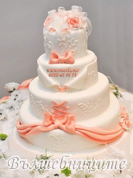 Сватбена украса в хотел Холидей Инн Holiday Inn Sofia wedding за сватба в прасковено с прасковени панделки на столовете и декорация на сватбена маса