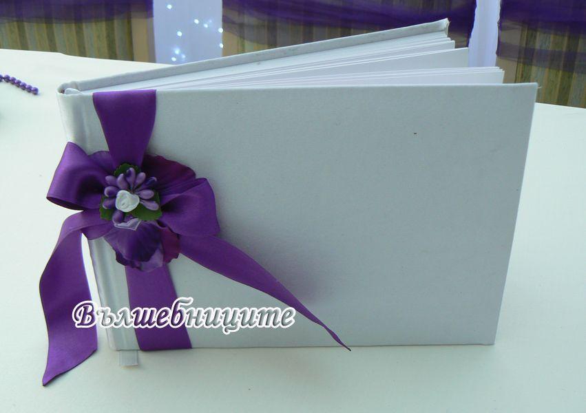 Сватбена украса в София хотел Мезон Maison Hotel Sofia wedding в лилаво и зелено, декорация на сватба с тъмно лилави панделки за столове и висока ваза с цветя за маса