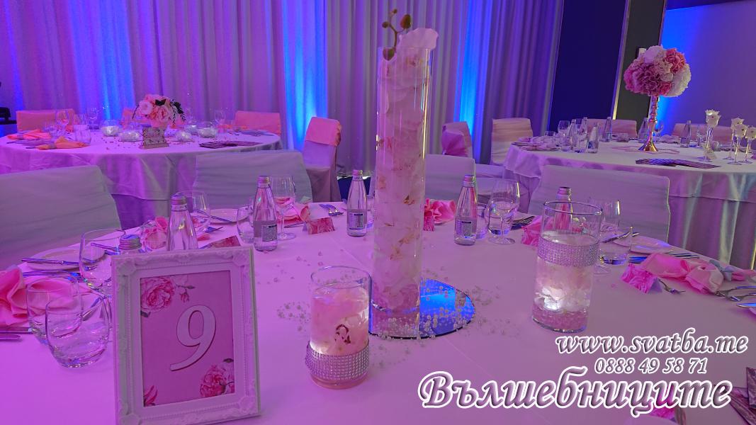 Сватбена украса хотел Новотел в цвят розово и мента сватбено изложение