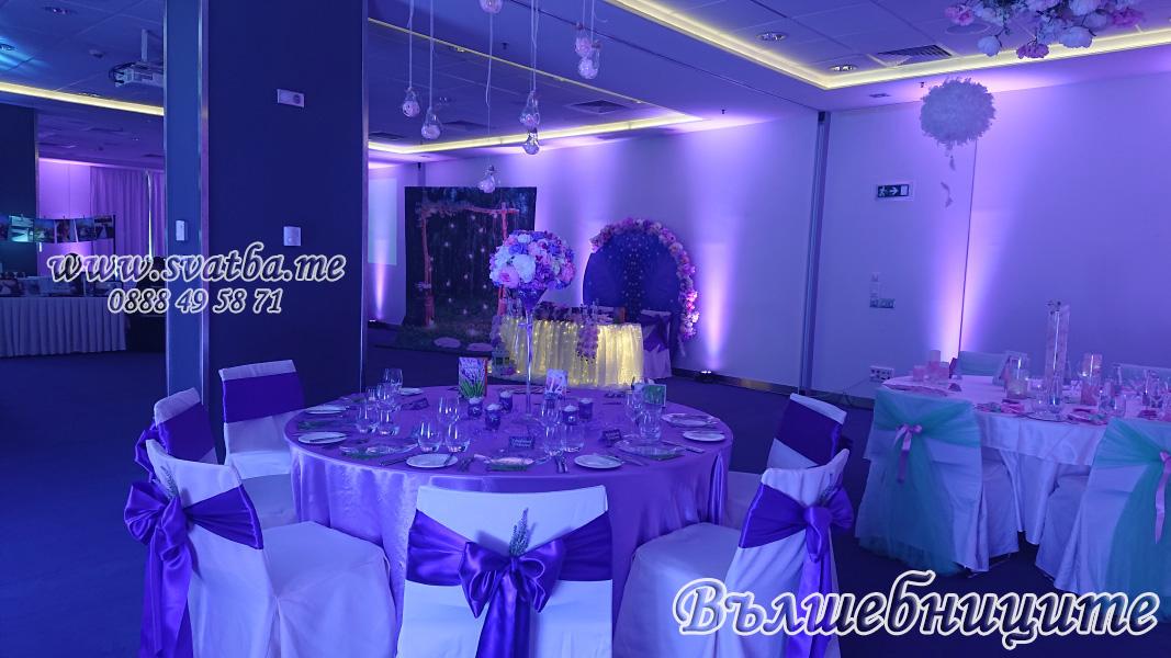 Сватбена украса хотел Новотел Novotel Sofia с лилаво осветление