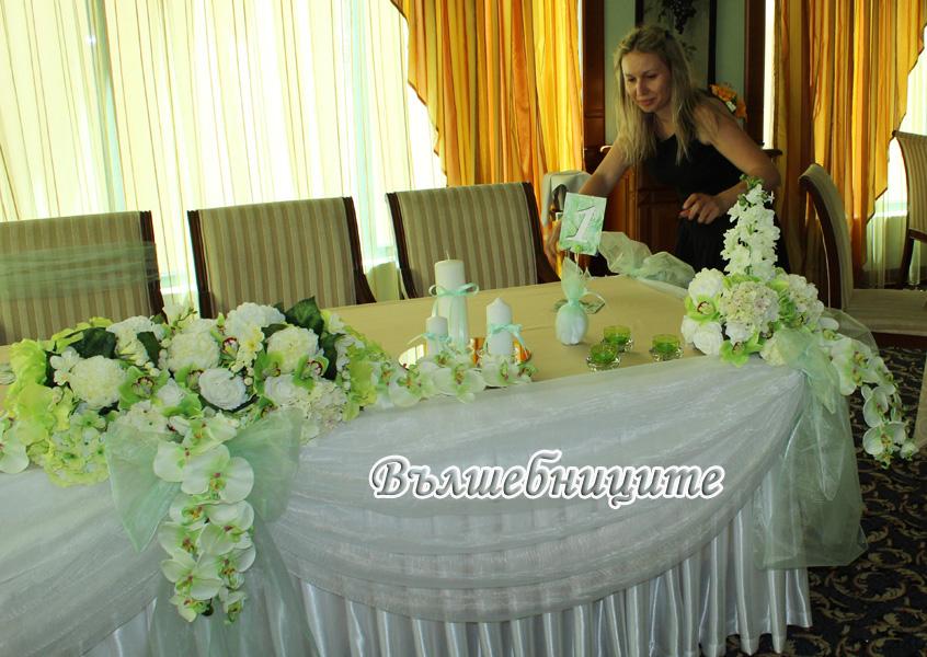 Сватбена украса в хотел Кристал Палас в бяло и бледо зелено резеда